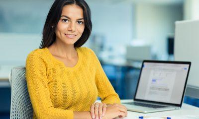 Portrætbillede af forretningskvinde