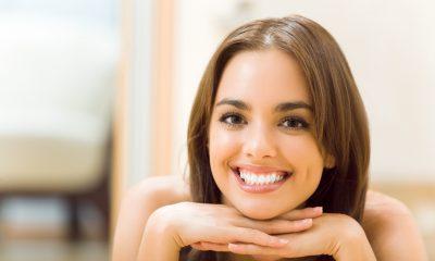 Smilende kvinde