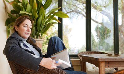 Kvinde læser