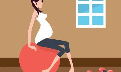 Gravid kvinde træner